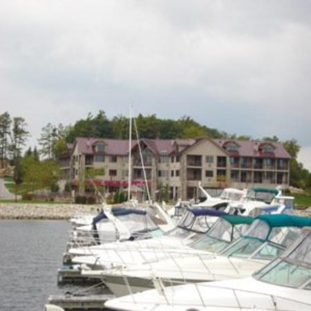 Wave Pointe Marina & Resort : Boats