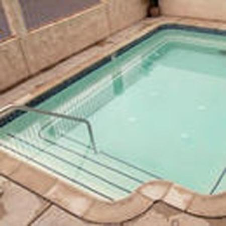 The Regency Inn & Suites, Riverside: Pool