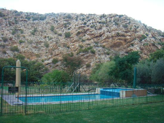 Rainbow Glen Self-Catering Guest Cottages: Swimming pool