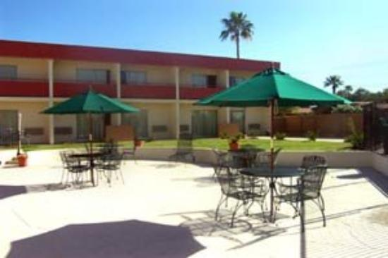 Executive Inn &amp; Suites of Tucson: Exterior