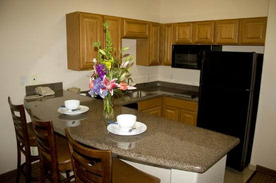 Arbor Inn and Suites: Kitchen