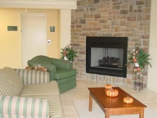 All Towne Suites: Interior