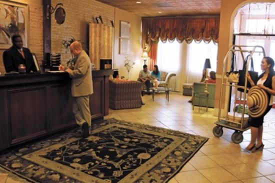 Chateau Dupre Hotel: Lobby view