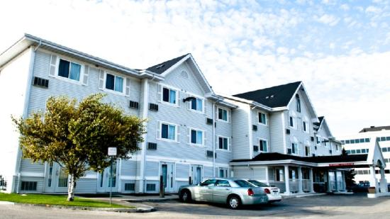 Country Inn & Suites Winnipeg: Exterior View