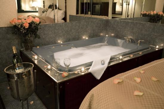 Comfort Suites Downtown: Jacuzzi Suite