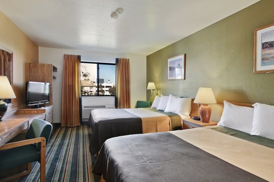 Super 8 Las Vegas: Two Queen Room