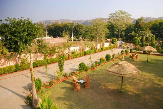 Ranthambhore Safari Lodge: View from rooftop restaurant
