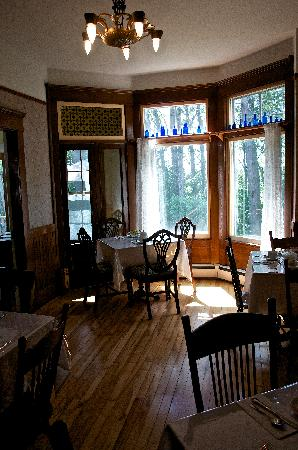 The Maplegrove Inn: The dinning room