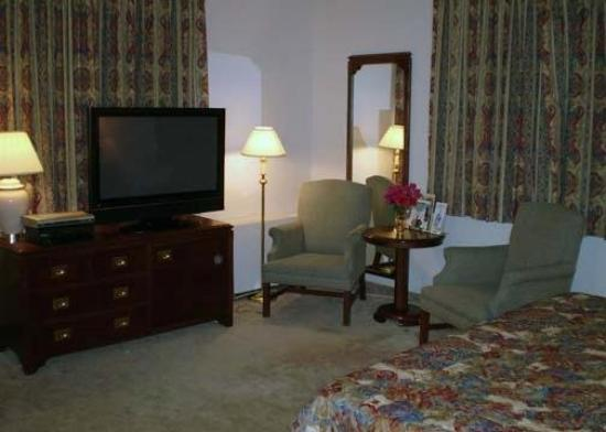 Howard Johnson Cornwall: Guest Room