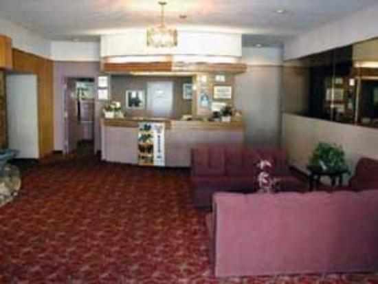 Howard Johnson Cornwall: Lobby