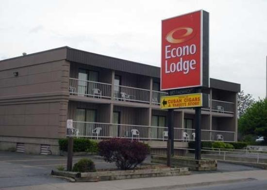‪Econo Lodge By the Falls‬