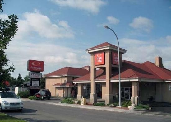 Econo Lodge & Suites: Exterior