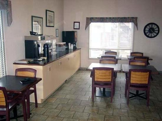 Econo Lodge & Suites: Restaurant