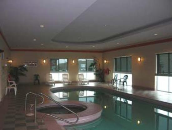 Super 8 London: Indoor Pool