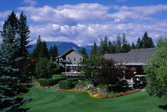 Radium Resort: Exterior