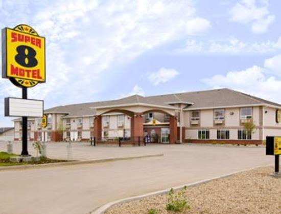 Canalta Hotel Provost: Welcome to Super 8 Provost