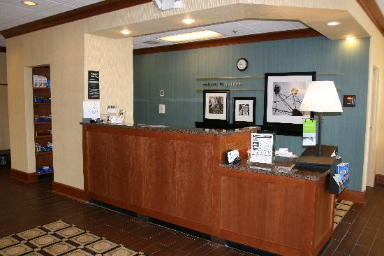 Hampton Inn Chicago/Gurnee: Front Desk