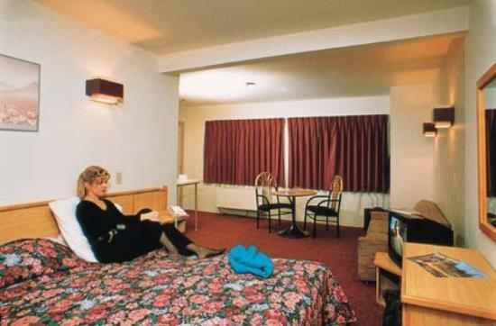 City Centre Motor Hotel: Guest Room