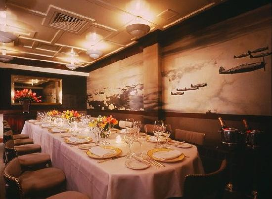 Private dining room airplane room picture of aretsky 39 s for Best restaurants with private dining rooms nyc