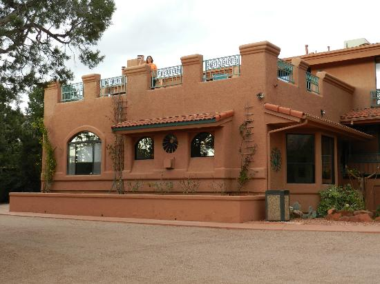 Casa Sedona Inn: B&B lobby with the private terrace above.