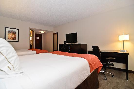 Holiday Inn Express Burlington: Handsome Double Queen Accommodations