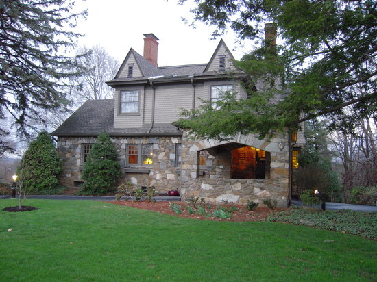 North Lodge on Oakland Front