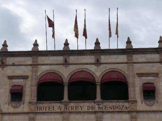 Hotel Virrey de Mendoza: Arched terrance on 2nd floor overlooking Plaza de Armas