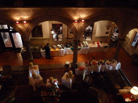 Hotel Virrey de Mendoza: Looking down to the Sunday brunch from our room