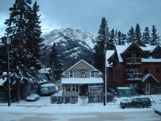 Driftwood Inn: This was the view from our room...Mt Norquay