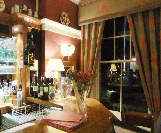 Wentworth Hotel : The cosy bar at night