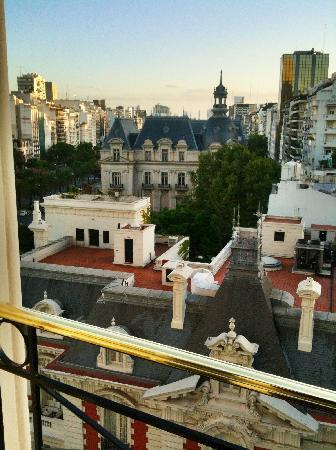 Four Seasons Hotel Buenos Aires: I gave it 4 stars because I thought that the 4 Seasons was the 1800 mansion