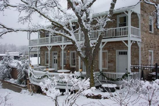 Jean Bonnet Tavern B &amp; B: Winter scene