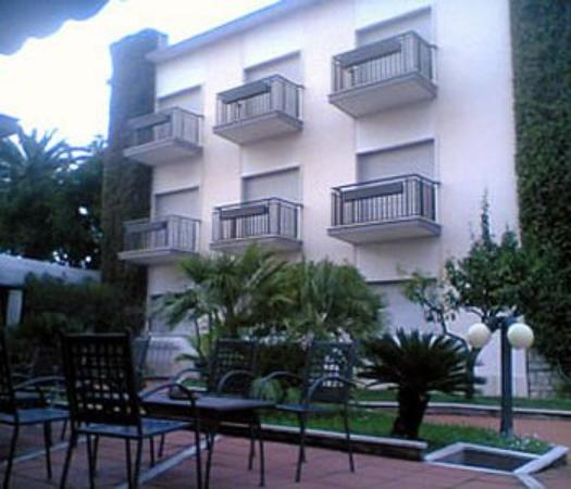 Photo of Hotel De La Ville Central Latina