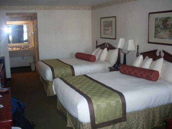 BEST WESTERN Exeter Inn & Suites: Room with 2 queen size beds