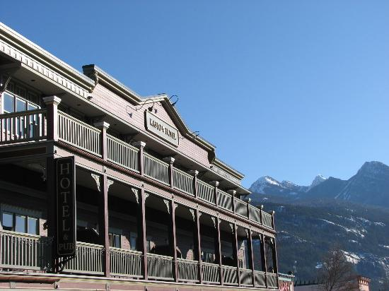 Kaslo Hotel & Brew Pub: Front of the hotel