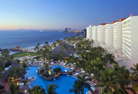 Sheraton Buganvilias Resort & Convention Center: Puerto Vallarta Sheraton Sunset Exterior