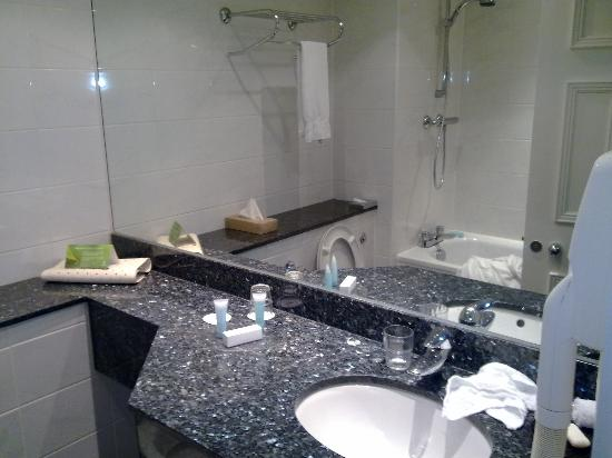 Hilton London Euston: Bathroom