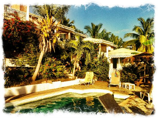 La Caravelle: Pool and the appartments