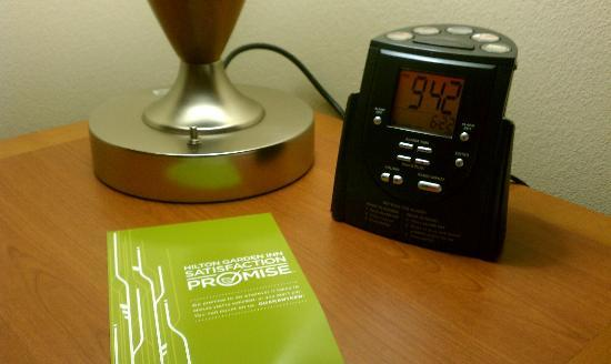Hilton Garden Inn Columbia: Spiffy bedside alarm clock