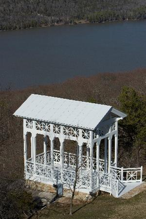 Lodge on Gorham&#39;s Bluff: Pavilion