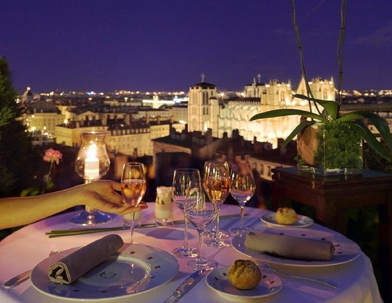 Diner romantique sur la terrasse de la Villa Florentine