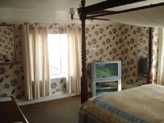 Lyme Bay House: The Four Poster Sea-view Room