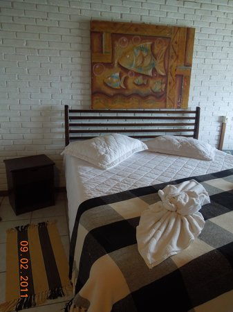 Refugio Do Corsario: King bed in the room.