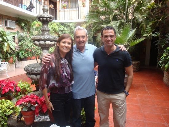 Hotel Posada de Roger: The Owners with my brother in the middle