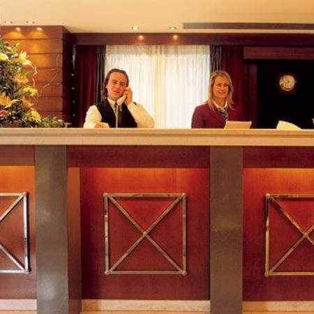 Blazer Suites Hotel: Reception