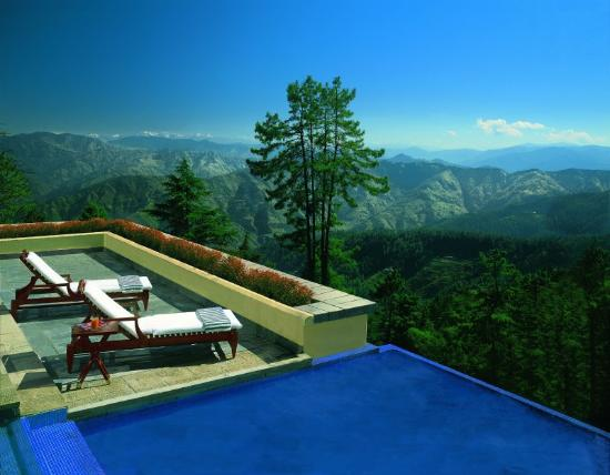 Wildflower Hall, Shimla in the Himalayas: Pool view
