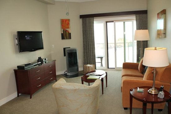 Whale Cove Inn: Living Room area of Rm 302