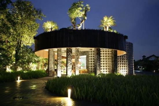 Sentosa Seminyak: Main Entrance - evening