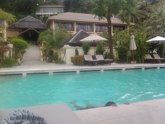 The Sunset Beach Resort & Spa, Taling Ngam: Pool and Rooms View