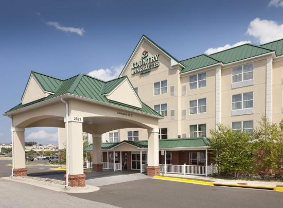 Country Inn & Suites Woodbridge: Exterior